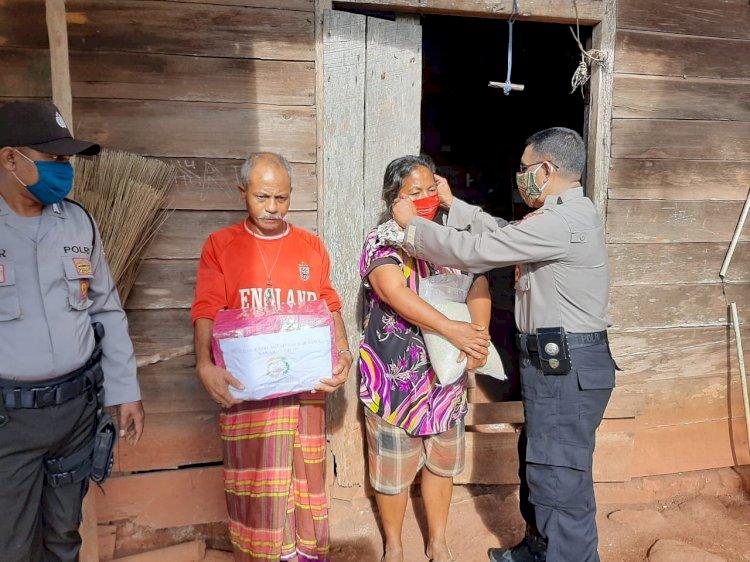 Serentak, Ribuan Masker Kain Gratis Hasil Produksi Bhayangkari Sumba Timur di Sebar ke Masyarakat