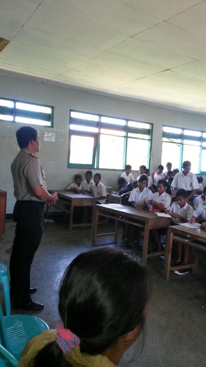 Sosialisasi Bahaya Narkoba Di SMP Satap Okatana, Kapolsek Pinupahar Ajak Guru dan Orang Tua Awasi Perilaku Anak