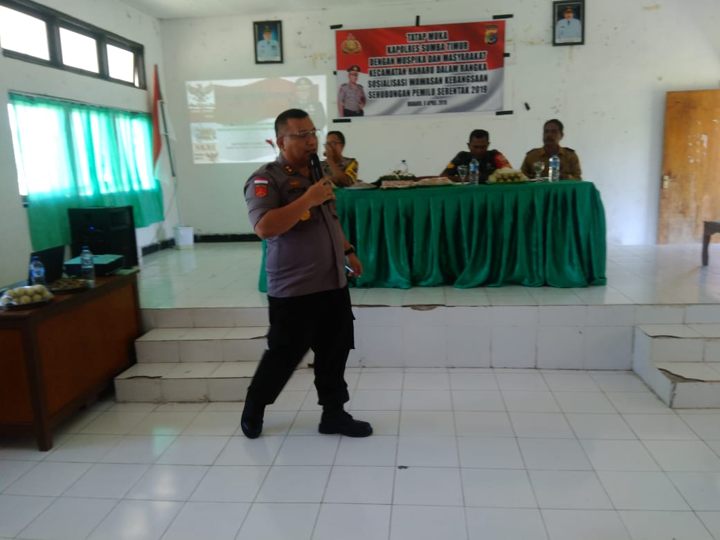 Kapolres Sumba Timur Blusukan ke Tiap Kecamatan Sampaikan Penguatan Wawasan Kebangsaan Jelang Pemilu Serentak 2019