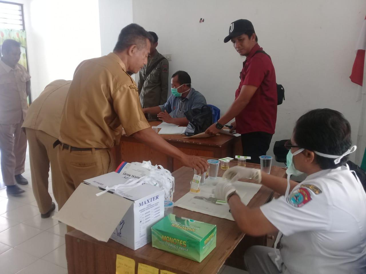 Satnarkoba Bersama Tim P4GN Lakukan Tes Urine Kepada ASN di Lingkungan Pemkab Sumba Timur