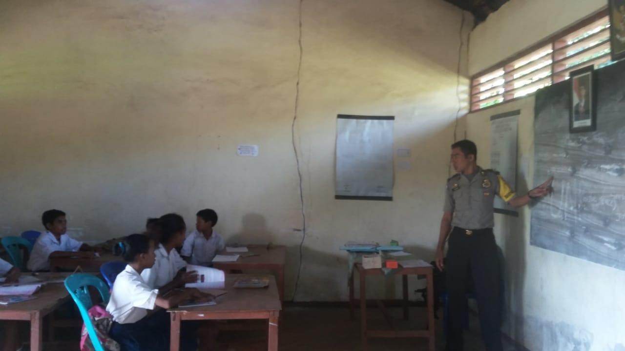 Ditugaskan Sebagai Bhabinkamtibmas, Bripka Suharyanto Sempatkan Diri Jadi Guru Bantu