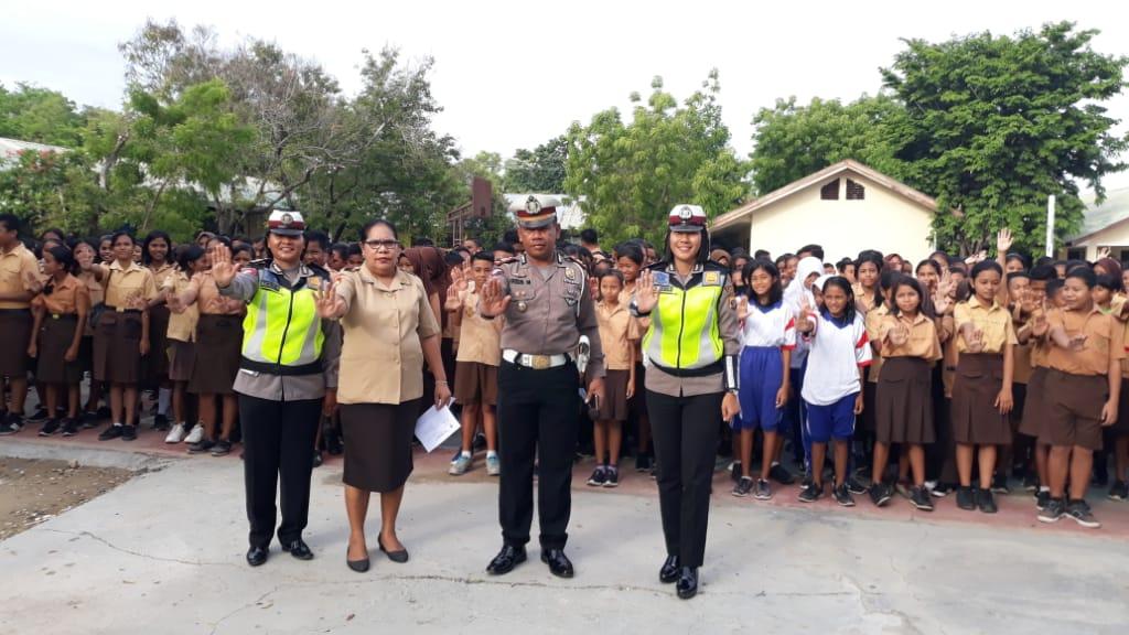 Satlantas Polres Sumba Timur Goes to School, Ini Pesan Kasat Lantas