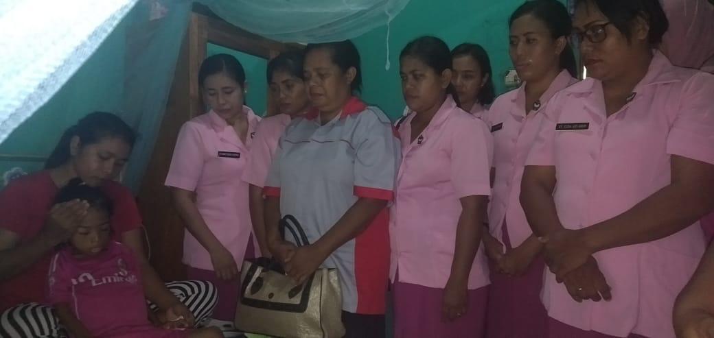 Yayasan Kemala Bhayangkari Sumba Timur Kunjungi Ivanna Anak Penderita Ginjal dan Benjolan di Perut
